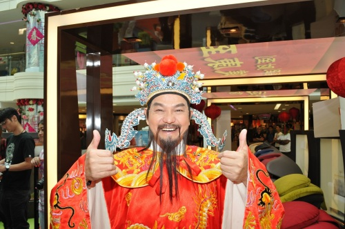 Thumbs up from Cai Shen to OSIM!