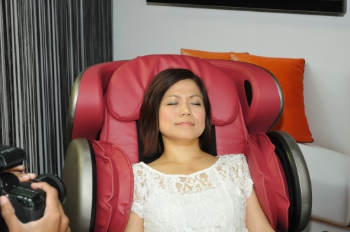 Seems like Ms Ong really enjoys the massage a lot