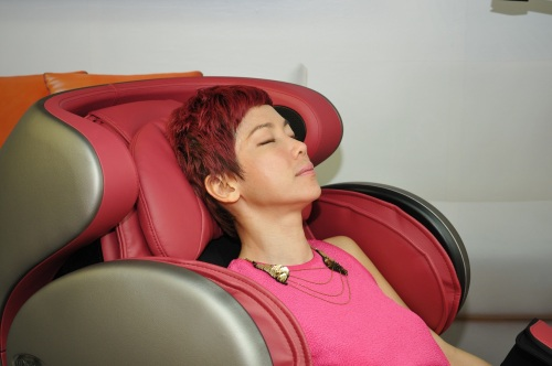 Kym Ng enjoying the uDivine massage as well. Is she falling asleep?