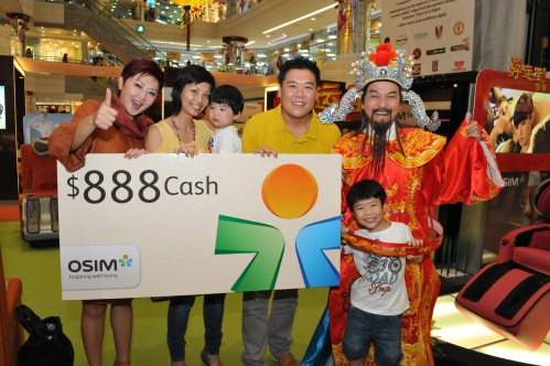 Mr Wee Lee and his family looking really happy to win our $888 cash! CONGRATS AGAIN!